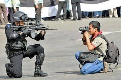 Ωραίο στήσιμο! Μόνο που η φωτογραφία τραβήχτηκε χιλιάδες μίλια μακρυά από Βενεζουέλα.  With love from Singapore!